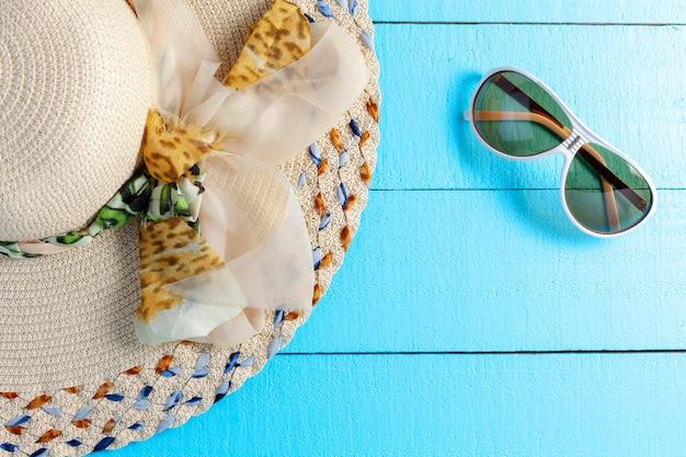 Bela dama chapéu praia na madeira fundo cópia espaço para o seu texto