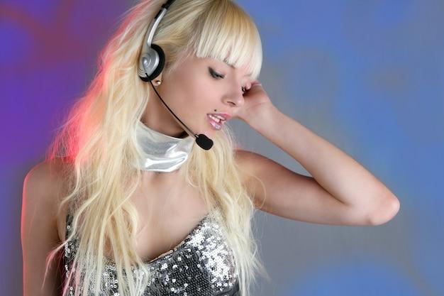 Bela dançarina moda lantejoulas fone de ouvido mulher