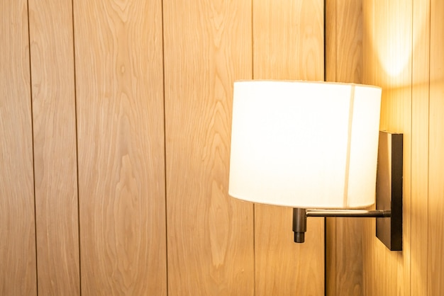 Bela decoração de lâmpada pendurada em uma sala