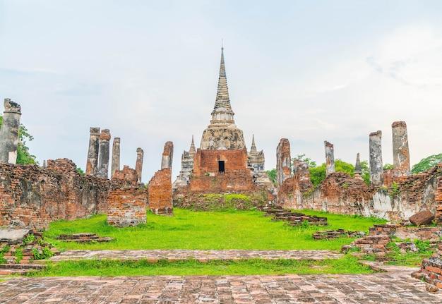 Bela e antiga arquitetura histórica de ayutthaya na tailândia