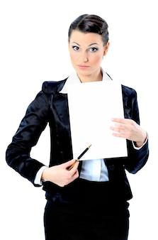 Bela empresária com uma bandeira branca. isolado em um fundo branco.