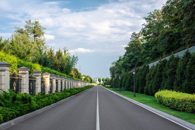 Bela estrada na zona rural