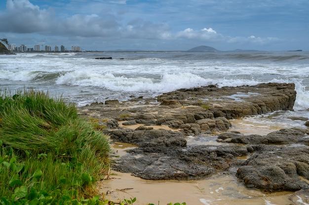 Bela foto da praia de mooloolaba em queensland, austrália