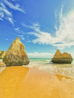 Bela foto da praia no algarve portugal
