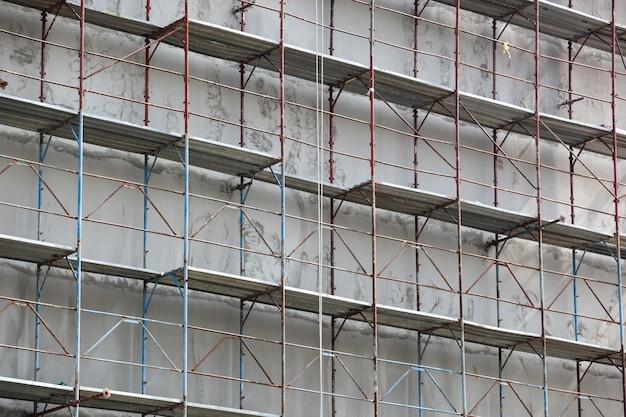 Bela foto de barras de aço de metal no prédio