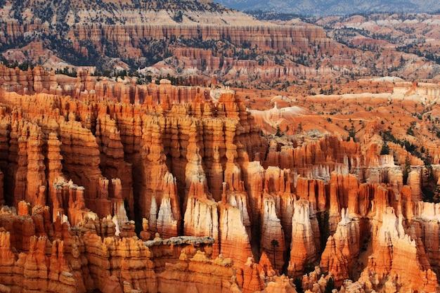 Bela foto de formações rochosas de arenito no vale do monumento de oljato em utah, eua