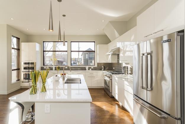 Bela foto de uma cozinha de casa moderna