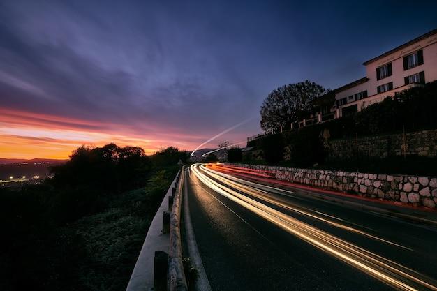 Bela foto do pôr do sol sobre a cote d'azur (francês rivera), frança