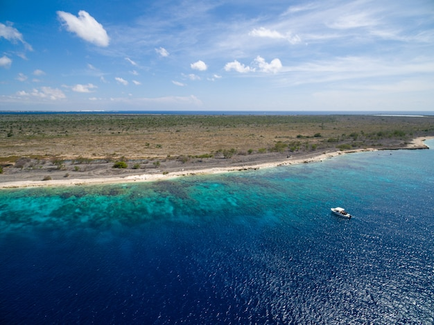 Bela ilha tropical exótica em bonaire, caribe