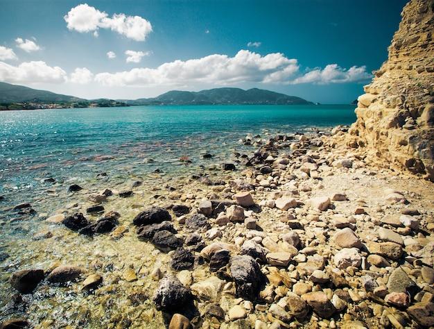 Bela ilha, zakynthos, grécia. horário de verão.