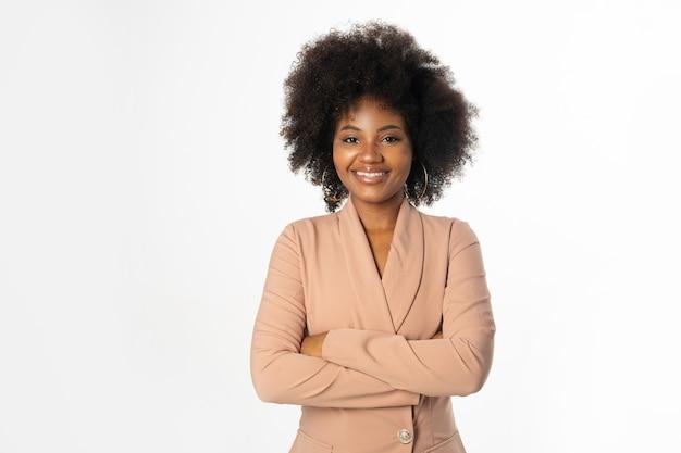 Bela jovem africana gerente de terno