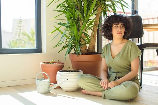 Bela jovem árabe em casa,