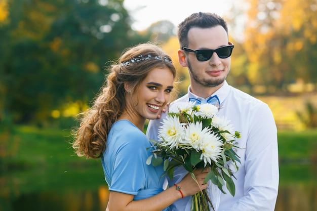 Bela jovem casal na cerimônia de casamento