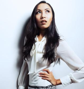 Bela jovem modelo asiático