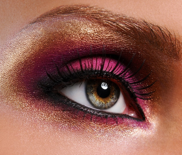 Bela maquiagem rosa dourado brilhante