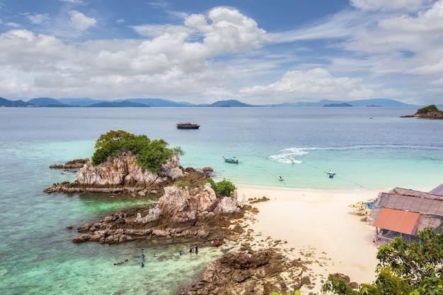 Bela natureza das ilhas do mar de andamão em koh khai nai, tailândia