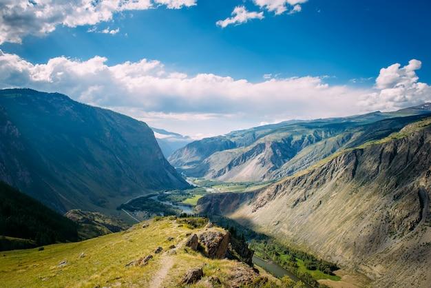 Bela natureza paisagem, incrível vista para a montanha.