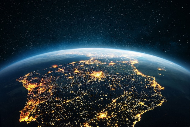Bela noite azul do planeta terra com as luzes das cidades - espanha e portugal, vista do espaço