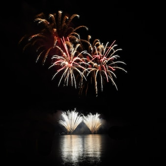 Bela noite com fogos de artifício