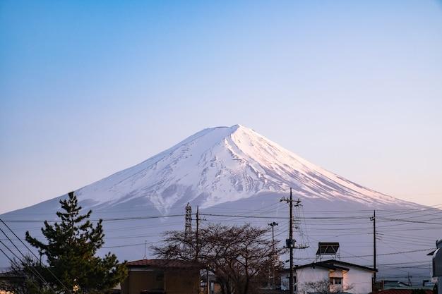 Bela paisagem com montanha fuji no japão