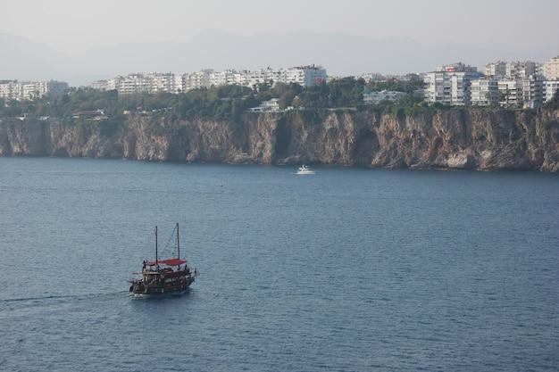 Bela paisagem da cidade costeira Foto Premium