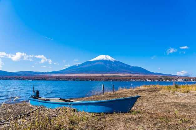 Bela paisagem da montanha fuji ao redor do lago yamanakako