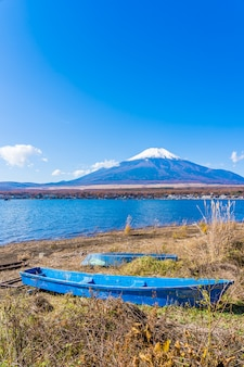 Bela paisagem da montanha fuji em torno do lago yamanakako