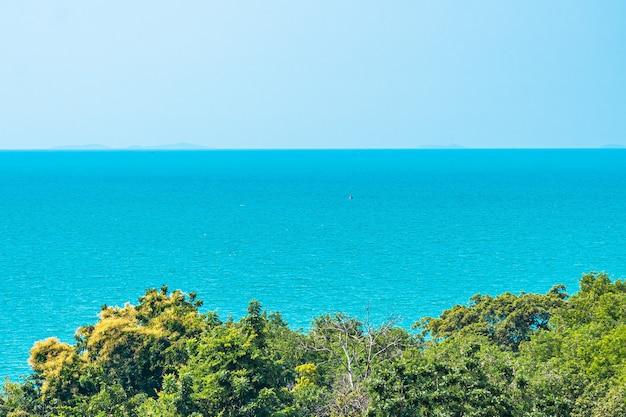 Bela paisagem de mar e oceano para o fundo da natureza