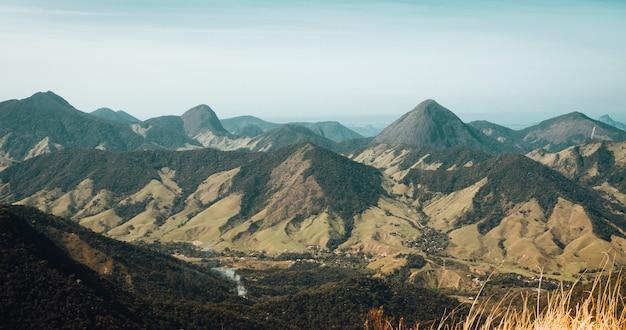 Bela paisagem do cenário de montanhas do rio de janeiro