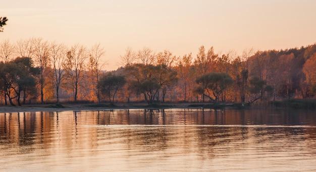Bela paisagem do lago