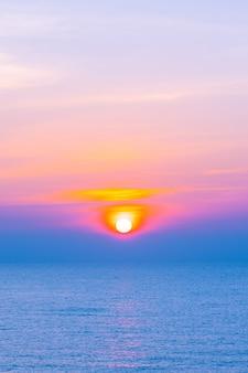 Bela paisagem do mar oceano para viagens de lazer e férias