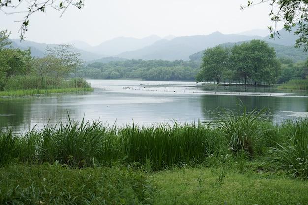Bela paisagem e paisagem do lago