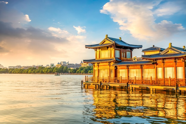 Bela paisagem e paisagem em west lake, hangzhou