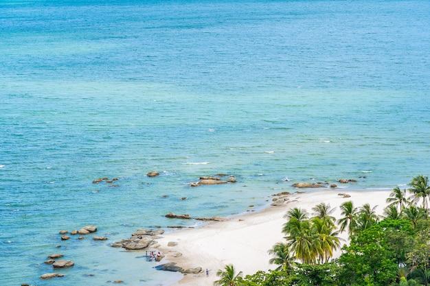 Bela paisagem e paisagem urbana na cidade de hua hin em torno da baía do mar oceano
