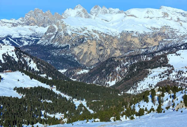 Bela paisagem montanhosa de inverno (sella pass, itália).