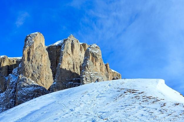 Bela paisagem montanhosa de inverno sella pass