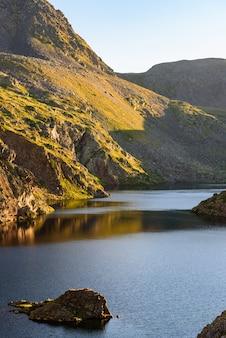 Bela paisagem montanhosa nos pirenéus, andorra