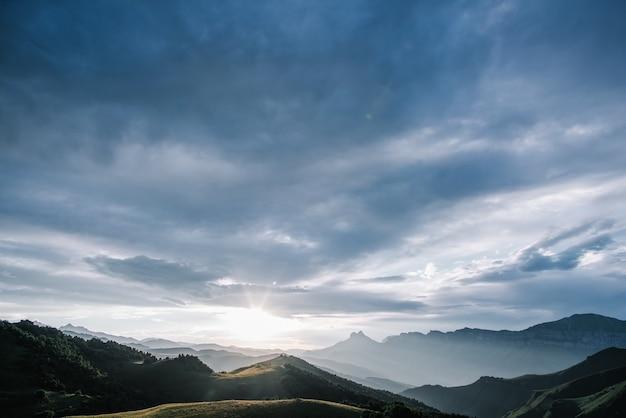 Bela paisagem natural de montanhas