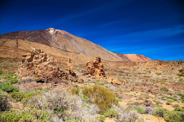 Bela paisagem no parque nacional las canadas com o famoso pico del teide, tenerife, espanha
