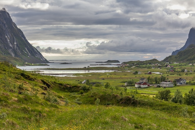 Bela paisagem norueguesa, lofoten, vista dos fiordes