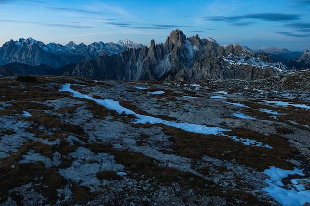 Bela paisagem nos alpes italianos e na montanha cadini di misurina