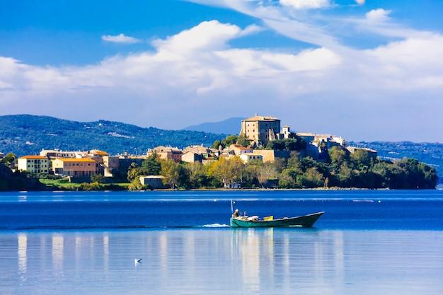 Bela paisagem tranquila do lago di bolsena, capodimonte. itália