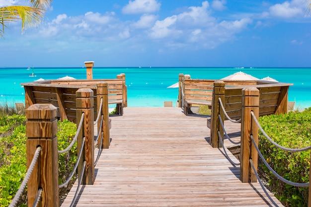 Bela paisagem tropical na ilha providenciales nas ilhas turcas e caicos, caribe