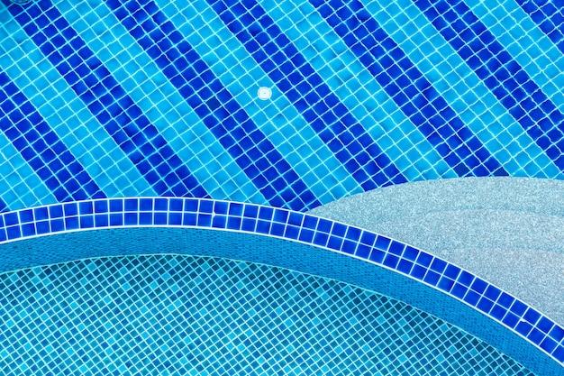 Bela piscina de luxo ao ar livre no hotel