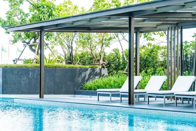 Bela piscina de luxo