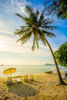 Bela praia com pôr do sol na ilha de samed, tailândia
