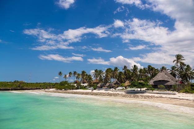 Bela praia em zanzibar, tanzânia, áfrica