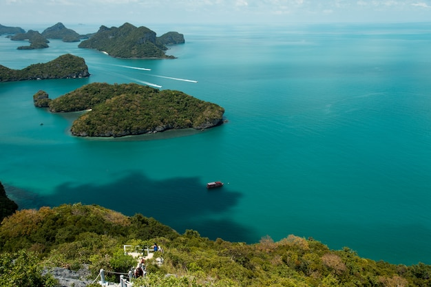 Bela praia no parque nacional ang thong, tailândia