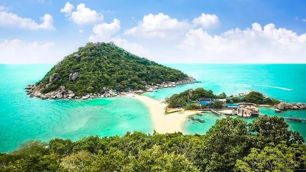 Bela praia tropical. ilha de koh nangyuan, tailândia
