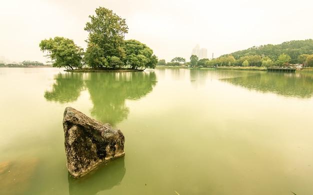 Bela reflexão no lago, coréia do sul